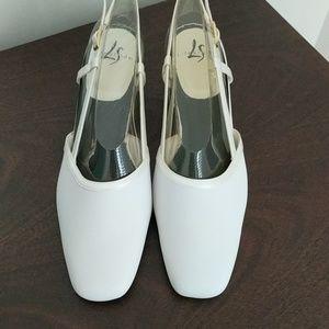 Life Stride formal slingback ivory shoes